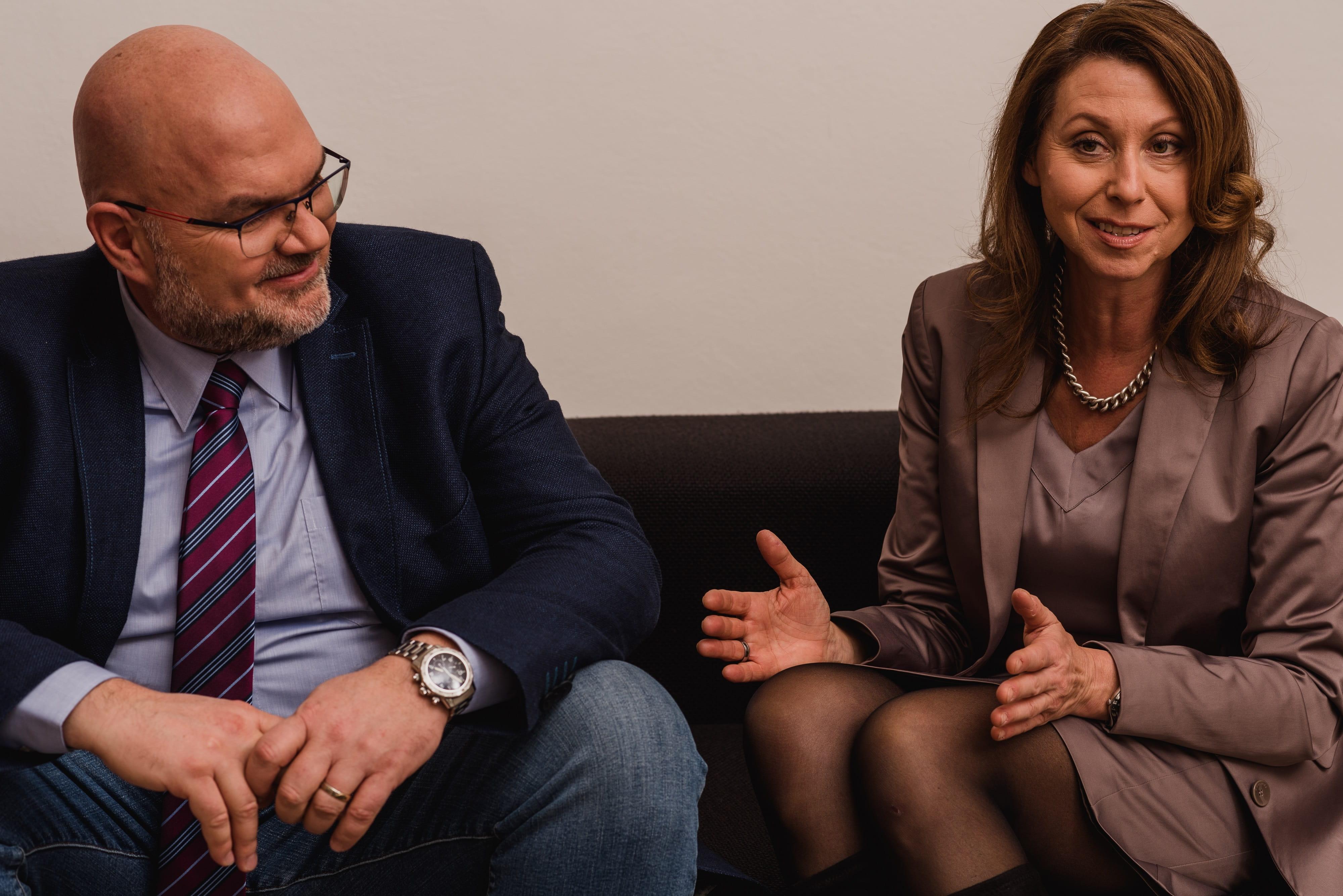 Dr. Hardo Fischer AveXis Regional Medical Director, Dr. Elisabeth Kukovetz AveXis Country Manager Austria (c) belle&sass